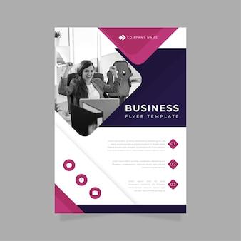 Business flyer modèle d'impression femme au travail