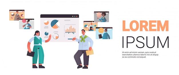 Businesspeople présentant le graphique financier pour mélanger les collègues de course au cours de l'appel vidéo conférence en ligne réunion communication concept horizontal pleine longueur copie espace illustration