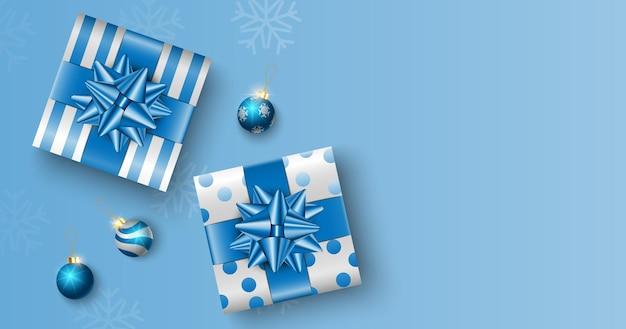 Cadeaux de noël sur fond de boîte bleue avec espace de copie pour le texte, affiche de noël, carte de voeux