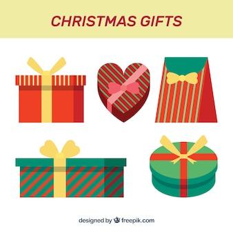 Cadeaux de noël en paquets rayés