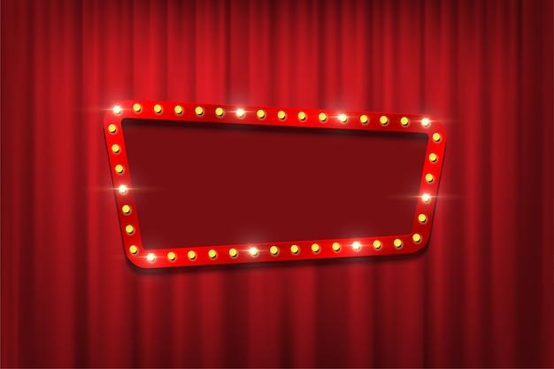 Cadre d'ampoule avec un espace vide sur fond de rideaux rouges.