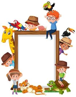 Cadre en bois vide avec des enfants et des animaux de zoo