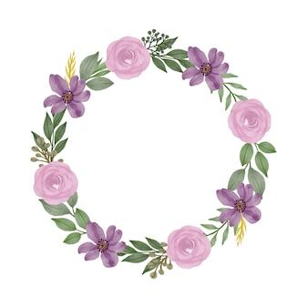Cadre de cercle de couronne aquarelle violet avec des roses roses et une bordure de fleurs violettes