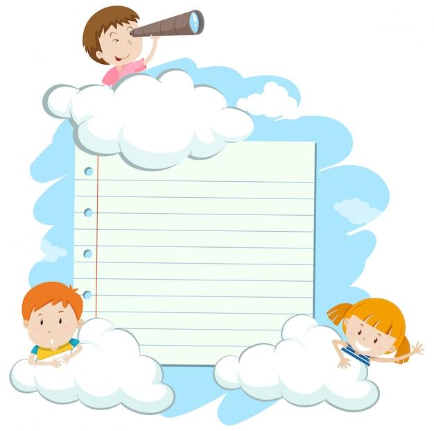Cadre avec des enfants heureux dans le ciel