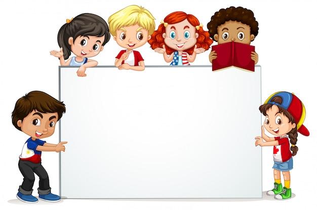 Cadre avec des enfants heureux souriant