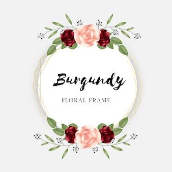 Cadre floral bordeaux pour des invitations de mariage