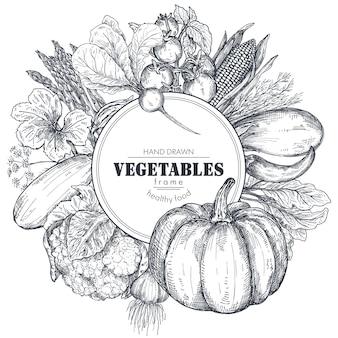 Cadre avec des légumes de ferme vectoriels dessinés à la main dans un style de croquis composition de bordure ronde
