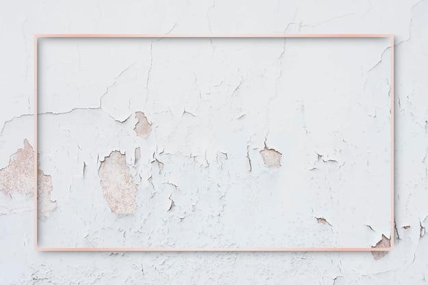 Cadre en or rose rectangle sur vecteur de fond de mur de peinture patinée