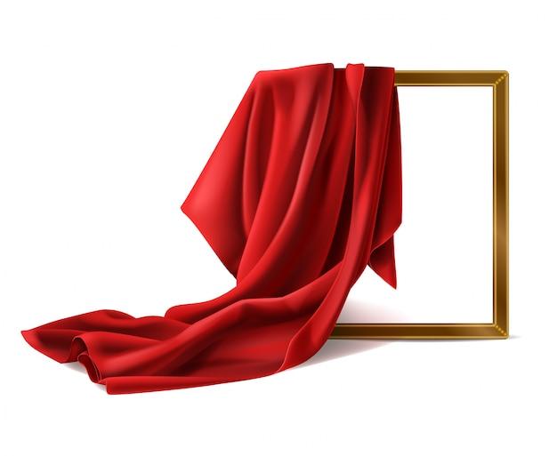 Cadre photo en bois de couverture en tissu de soie rouge isolé