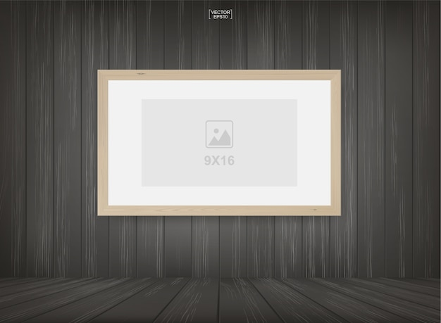 Cadre photo dans le fond de l'espace salle en bois.