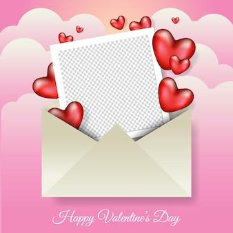 Cadre photo vierge à l'intérieur de l'enveloppe avec un design d'illustration coeur réaliste