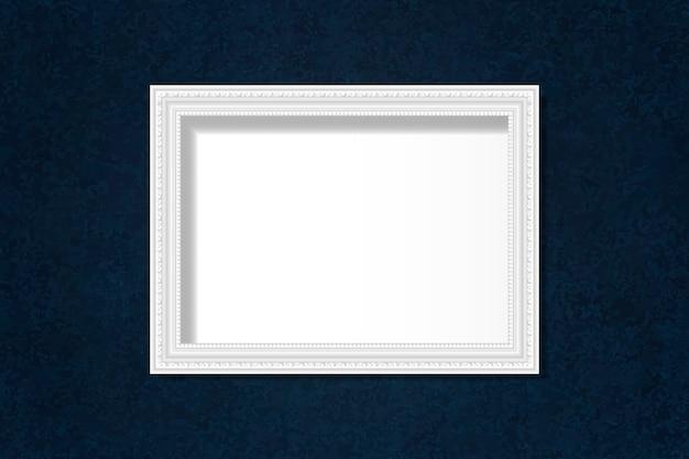 Cadre vierge blanc sur le mur