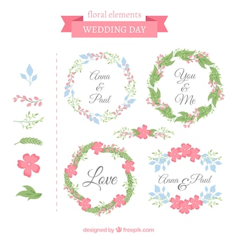 Cadres de mariage décoratifs avec des fleurs mignonnes