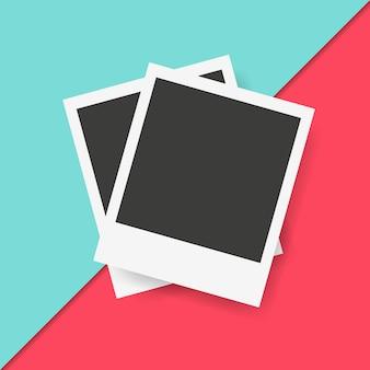 Cadres polaroid en fond coloré