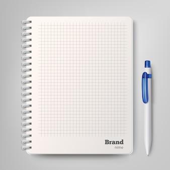 Cahier à spirale avec le stylo à bille blanc.