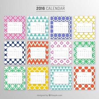 Calendrier annuel avec des motifs colorés