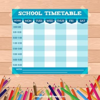 Calendrier scolaire avec beaucoup de crayons colorés