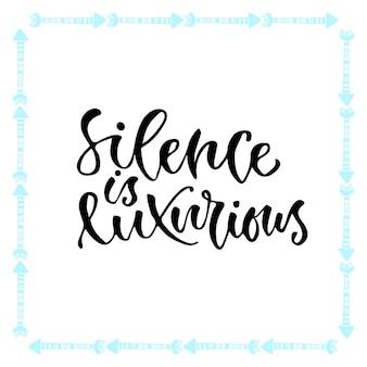 Calligraphie inspirée de vecteur. le silence est luxueux. conception moderne d'impression et de t-shirt.