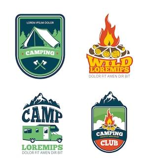 Camp d'aventure en plein air, randonnées pédestres étiquettes de vecteurs de camping, emblèmes, logos, insignes. voyager avec un feu de camp,