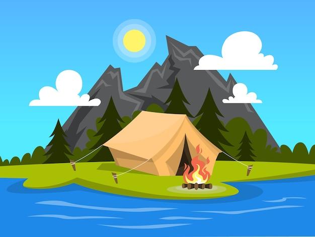 Camp d'été. tente avec un feu de camp à la rivière