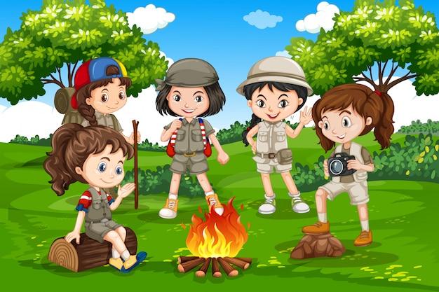 Camping des enfants dans la nature