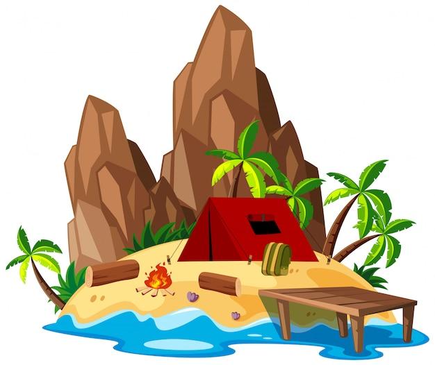 Camping de plage isolé en été