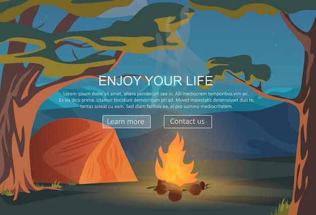 Camping, randonnée, camp de nuit en plein air