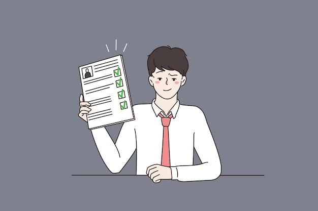 Candidat d'emploi masculin confiant montre un cv parfait