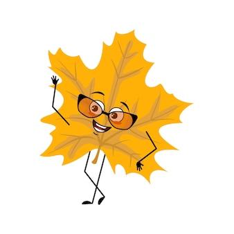 Caractère de feuille d'érable avec des lunettes et des émotions joyeuses sourire visage yeux heureux bras et jambes gai f ...