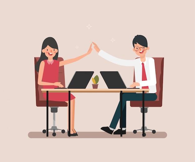 Caractère de travail homme d'affaires et femme d'affaires