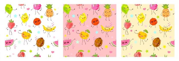 Caractères de fruits mignons de modèle sans couture. style enfant, fraise, framboise, pastèque, citron, fond de couleur pastel banane. emoji kawaii, personnages, illustration de sourire