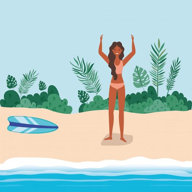 Caricature de fille avec maillot de bain à la conception de vecteur de plage