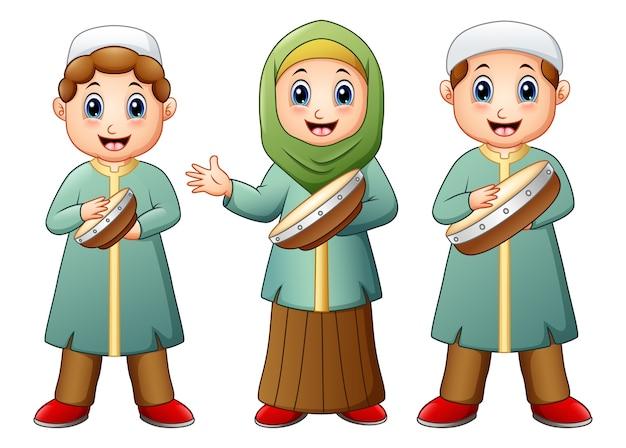 Caricature de gamin muslim heureux jouant tambourin