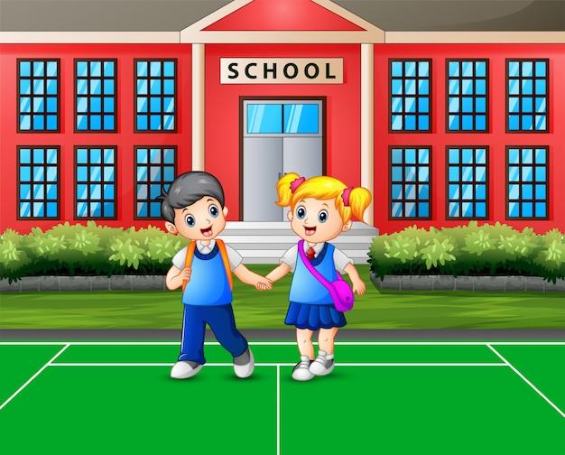 Caricature d'un garçon et d'une fille rentrant à la maison après l'école