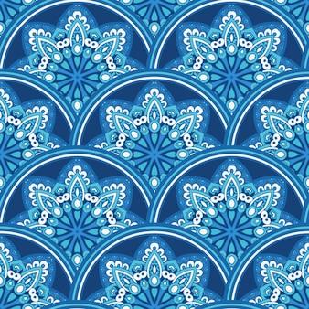 Carreaux sans soudure damassés vector design bleu et blanc. répétition décorative de flocons de neige d'hiver.