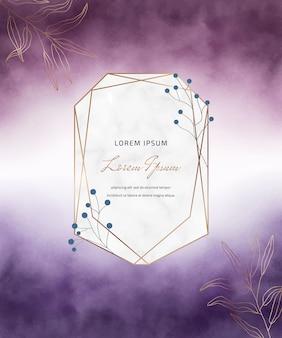 Carte aquarelle de coup de pinceau violet avec cadre en marbre géométrique et feuilles.