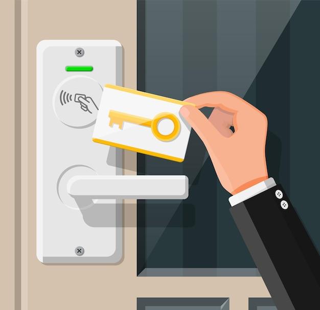 Carte-clé sans fil dans la main de l'homme avec capteur de poignée de porte de chambre d'amis. concept d'identification d'accès. appareil de contrôle d'accès. lecteur de carte de proximité. illustration vectorielle dans un style plat