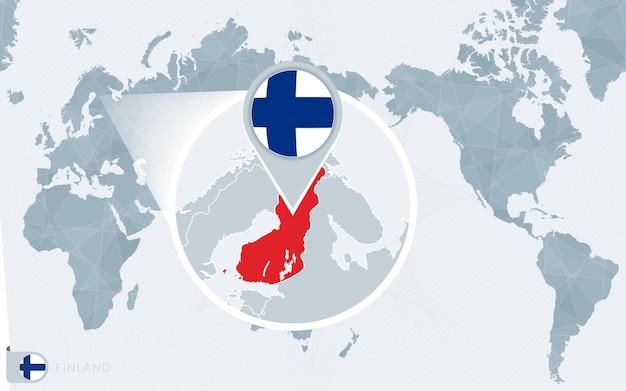 Carte du monde centrée sur le pacifique avec la finlande agrandie. drapeau et carte de la finlande.