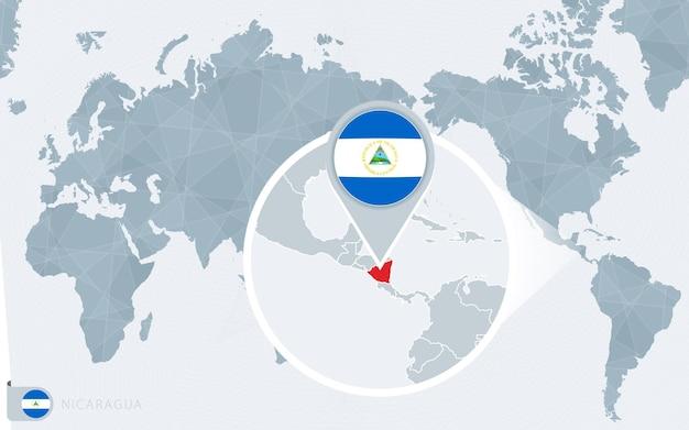 Carte du monde centrée sur le pacifique avec le nicaragua agrandi. drapeau et carte du nicaragua.