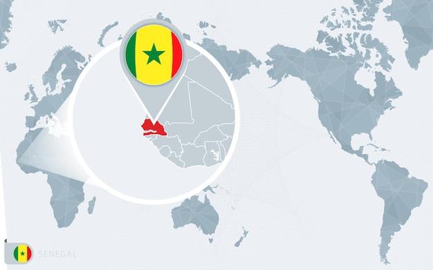 Carte du monde centrée sur le pacifique avec le sénégal agrandi. drapeau et carte du sénégal.