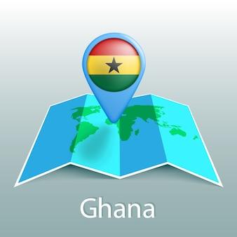 Carte du monde drapeau ghana en épingle avec le nom du pays sur fond gris