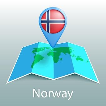 Carte du monde drapeau norvège en broche avec le nom du pays sur fond gris