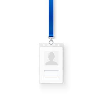 Carte d'identité personnelle en plastique d'identification. modèle vide de badge d'identification avec fermoir et lanière. illustration sur fond blanc