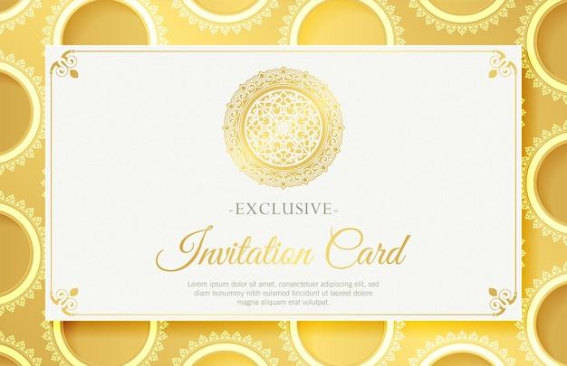 Carte d'invitation blanche de luxe de style mandala