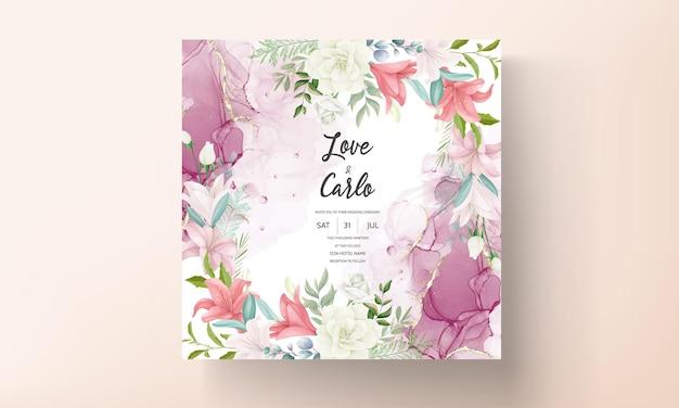 Carte d'invitation de mariage élégante avec dessin à la main de fleurs et de feuilles douces