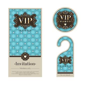 Carte d'invitation premium vip party, cintre d'avertissement et badge rond. ensemble de modèles turquoise, beige et or. texture matelassée, perles, vignettes et métal.