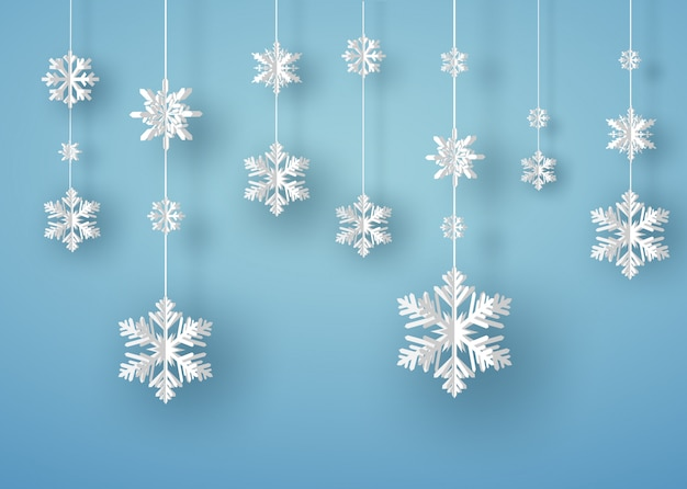 Carte de joyeux noël avec flocon de neige origami blanc ou cristal de glace sur fond bleu