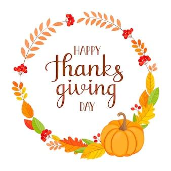 Carte de joyeux thanksgiving avec couronne décorative sur fond blanc. feuilles d'automne, citrouille, branches de sorbier et lettrage.