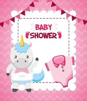 Carte de licorne et vêtement de douche de bébé