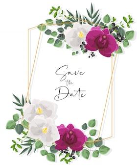 Carte de mariage avec des fleurs d'orchidées blanches et violettes. décorations de feuilles vertes